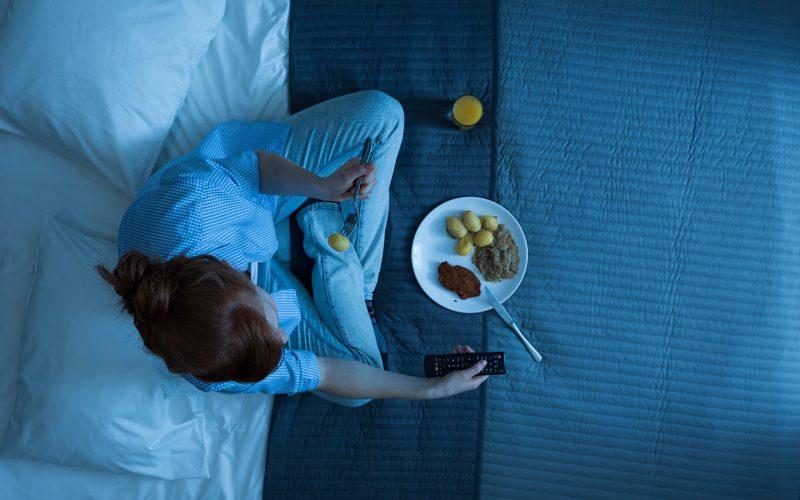 met honger naar bed