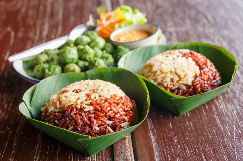 gerechten met bruine rijst