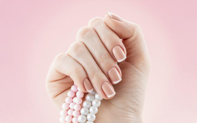 Droge nagelriemen verzorgen